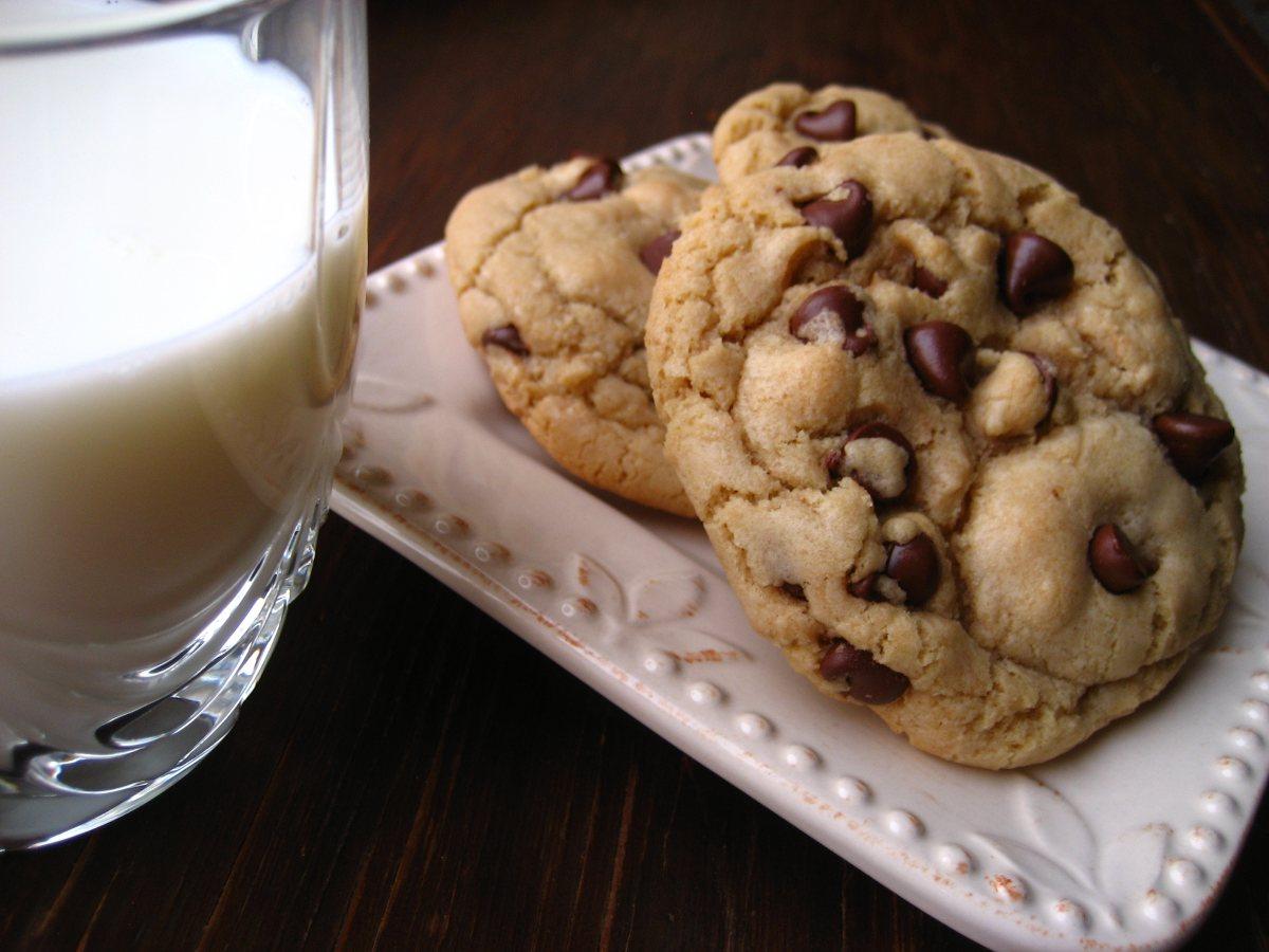 Big Fat Chewy Chocolate Chip Cookies El Rancho Market