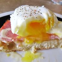 Classic Keto Eggs Benedict