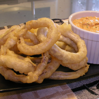 Beer-battered Onion Rings with Spicy Red Pepper Dip