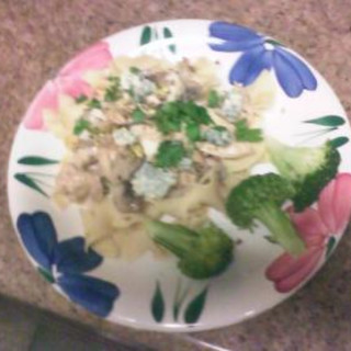 Chicken With Gorgonzola And Pistaccios
