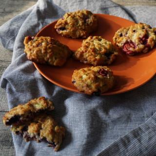 Zucchinikekse mit Beeren als BLW Frühstück