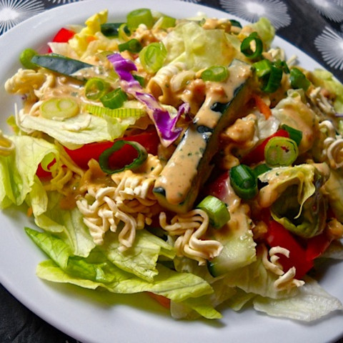 asian salad with peanut dressing