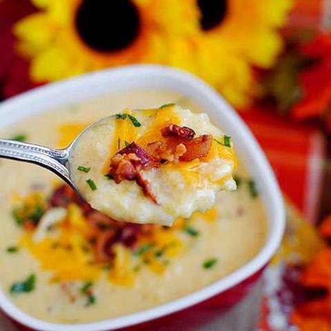 Bacon-Cheddar Cauliflower Chowder (Low-Carb Recipe)