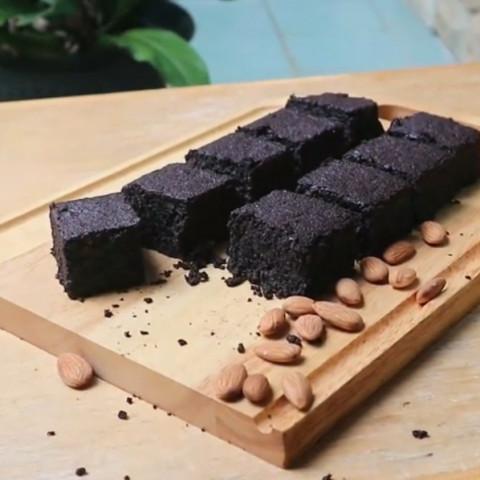 Baked Almond Pulp Brownies (almond milk pulp)