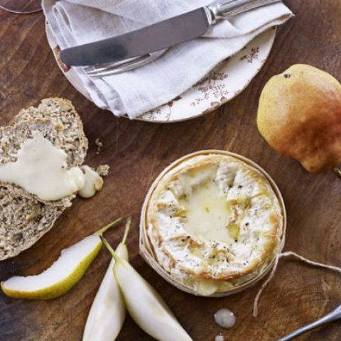 Baked cheese with quick walnut bread and pears