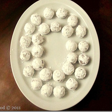 Bourbon Balls - Smooth, delicious, and authentic Kentucky bourbon ball cand