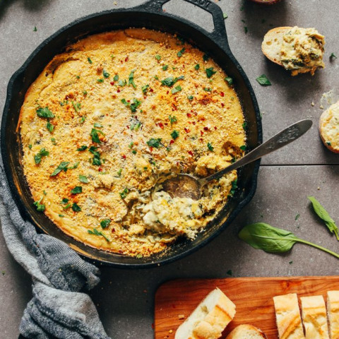 Cheesy Vegan Spinach and Artichoke Dip