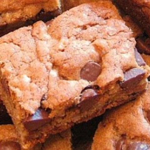 Chewy Chocolate Chip Bar Cookies