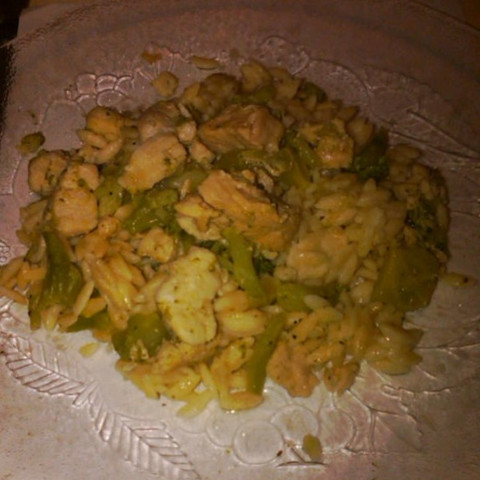 Chicken n Broccoli-Topped Orzo