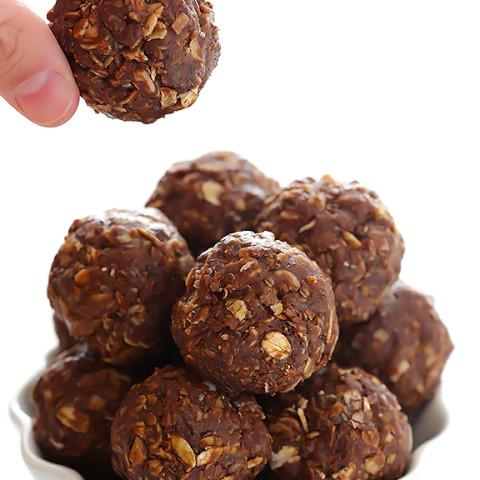 Chocolate Peanut Butter No-Bake Energy Bites (Naturally Sweetened)