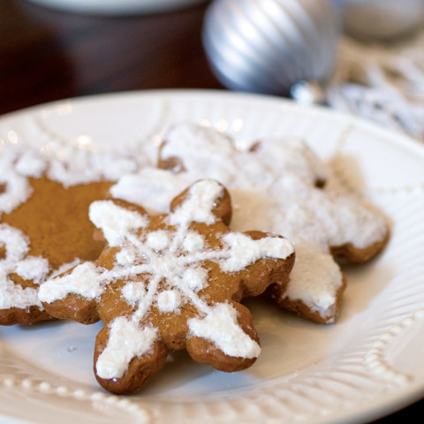 Classic Gingerbread Snowflakes Cookies
