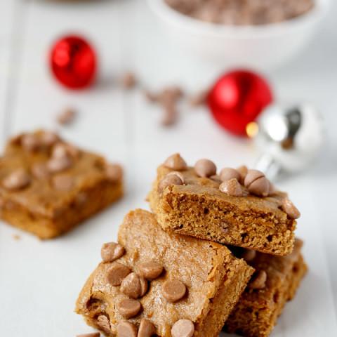 Cookie Butter Gingerbread Caramel Chip Blondies