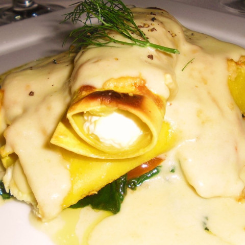 Creamy Cannelloni with Chicken and Almonds