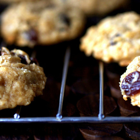 Desserts - Thick, Chewy Oatmeal Raisin Cookies