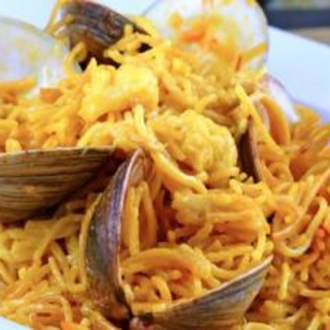 Fideos with Clams and Saffron (Pasta with Clams & Saffron Alfredo Sauce)