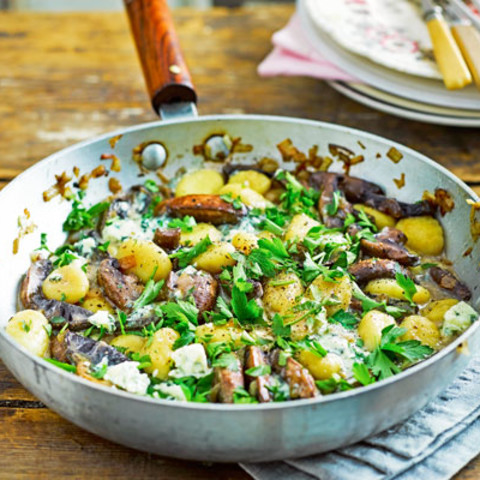Gnocchi with mushrooms and blue cheese