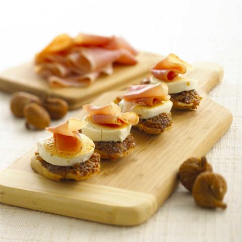 Goat cheese fig and prosciutto crostini for Prosciutto canape