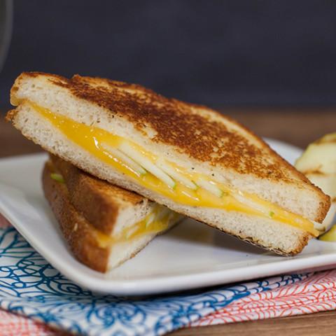 Grilled Gouda & Apple Sandwich