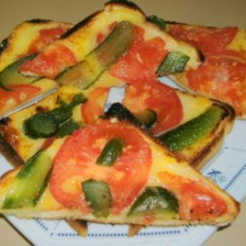 Grilled Cheese,Tomato And Gherkin Sandwiches