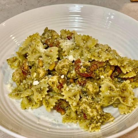 Hannahs Kitchen Pesto Chicken Pasta Salad