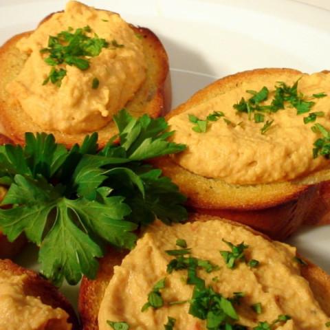 Hummus & Crostini