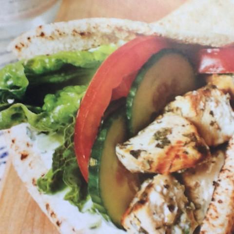 Kebabs au poulet, sauce au yogourt