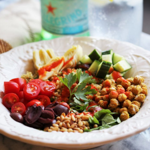 Mediterranean Quinoa Bowl with Garlic Roasted Chickpeas and Roasted Red Pep