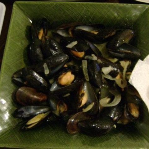 Mussels in White Wine Butter Sauce
