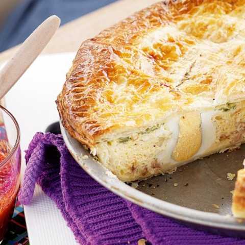 Old-fashioned egg & bacon pie