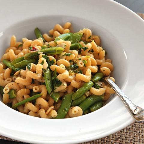 Pasta with Snap Peas, Garlic, Lemon Zest, and Black Pepper (vegan)