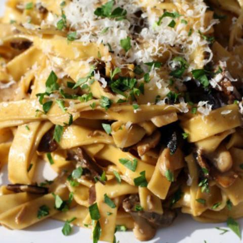 Pâtes aux Cêpes (Tagliatelle with Porcini Mushrooms and Crème Fraîche) Reci