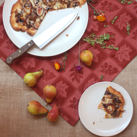 Pear and Fig Pizza with Smoked Gouda and Pulled Pork