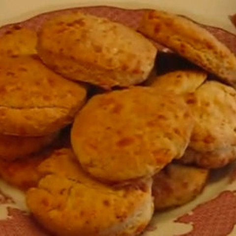Restaurant-style Cheddar Cheese Biscuits