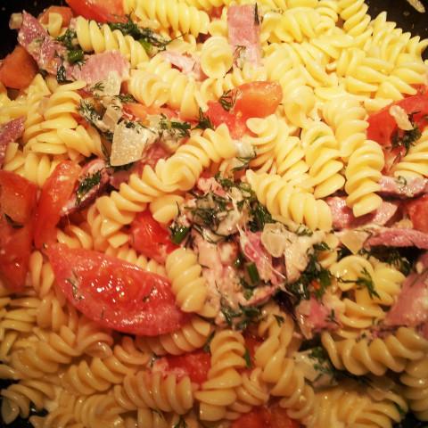 Rigatoni Pasta with Ham and Tomatoes