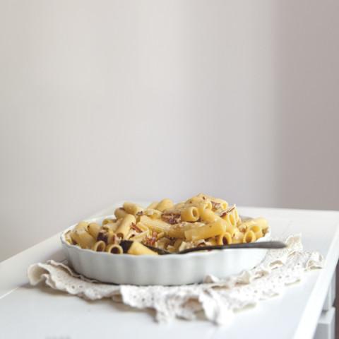 Rigatonis au fromage, prosciutto, poire & yogourt grec