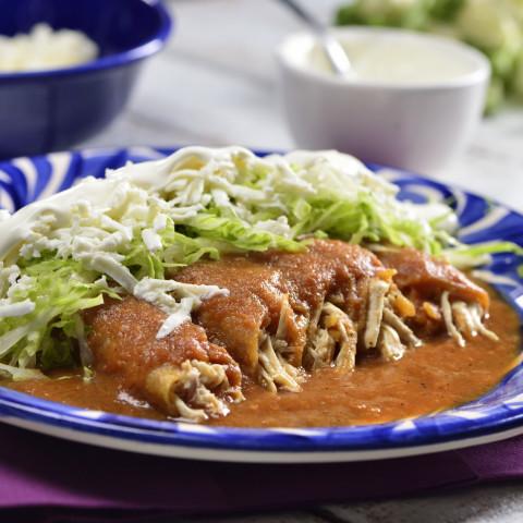 Tacos Ahogados de Pollo con Salsa Roja