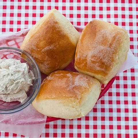 Texas Roadhouse Rolls With Cinnamon Honey Butter