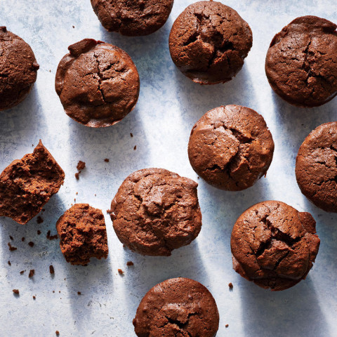 These Baby Chocolate Cakes Have 68 Calories, Tons of Flavor
