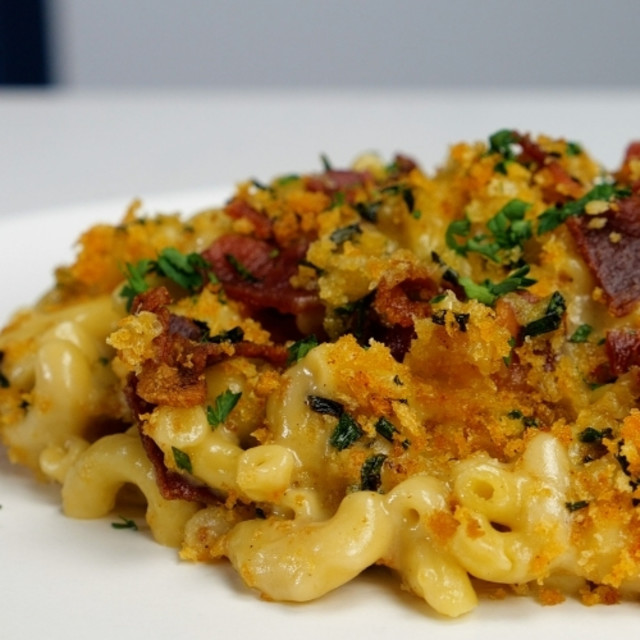 Bacon Mac and Beer Cheese