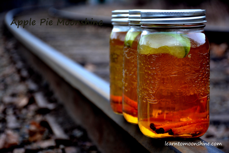 Moms Apple Pie (Alcoholic Beverage)