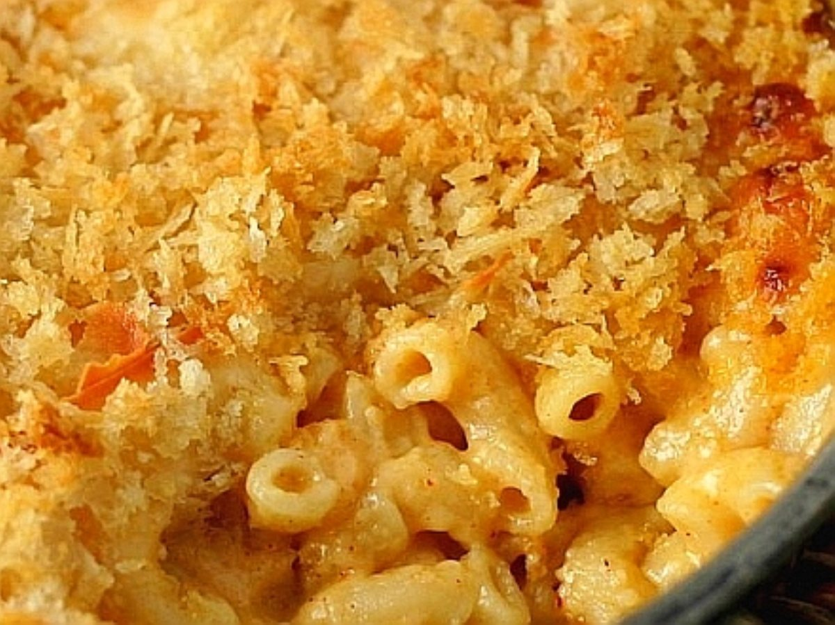 macaroni and cheese bread crumb topping