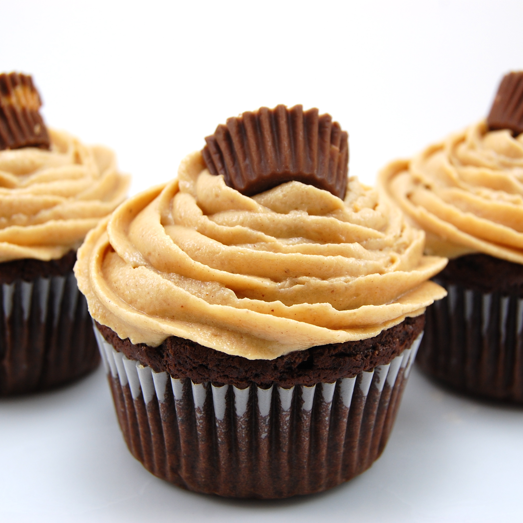 Chocolate Peanut Butter Cup Cupcakes with Peanut Butter Buttercream Icing