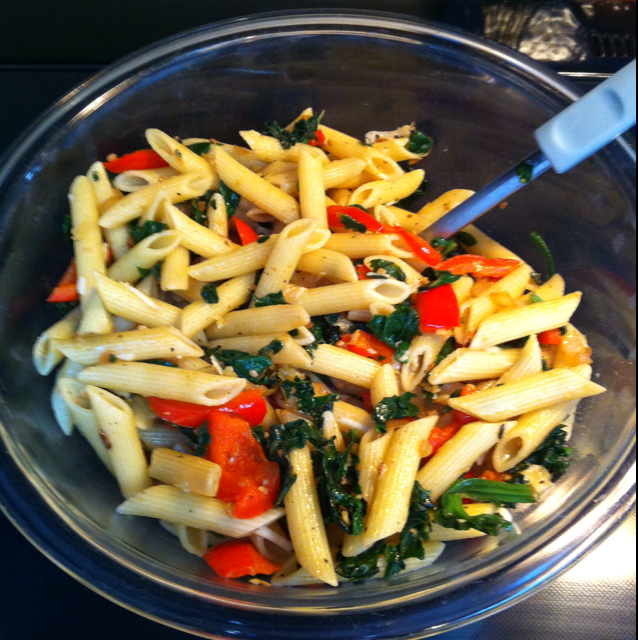Simple Spinach and Red Bell Pepper Pasta