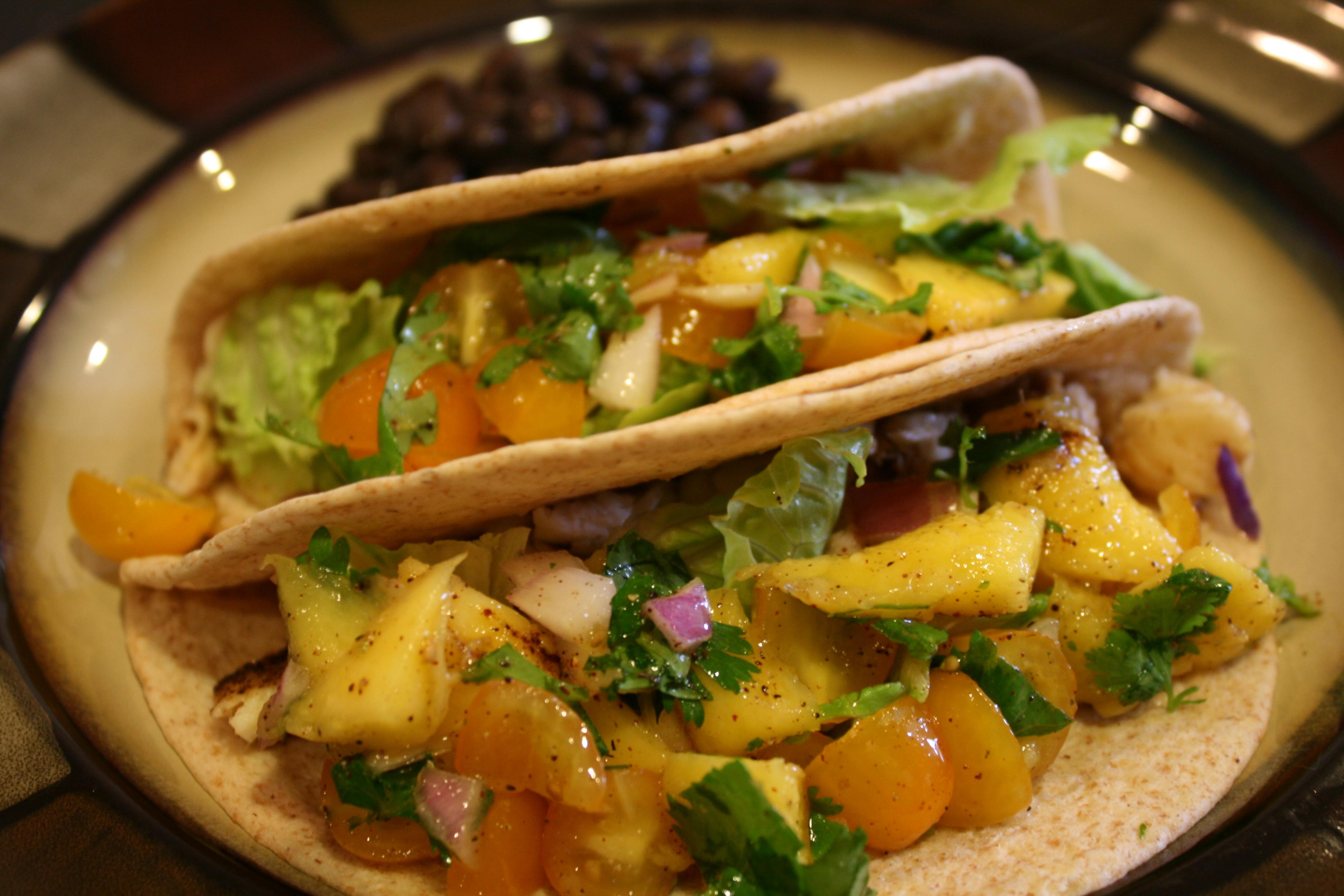 Fish tacos with mango salsa verde bigoven for Mango salsa fish