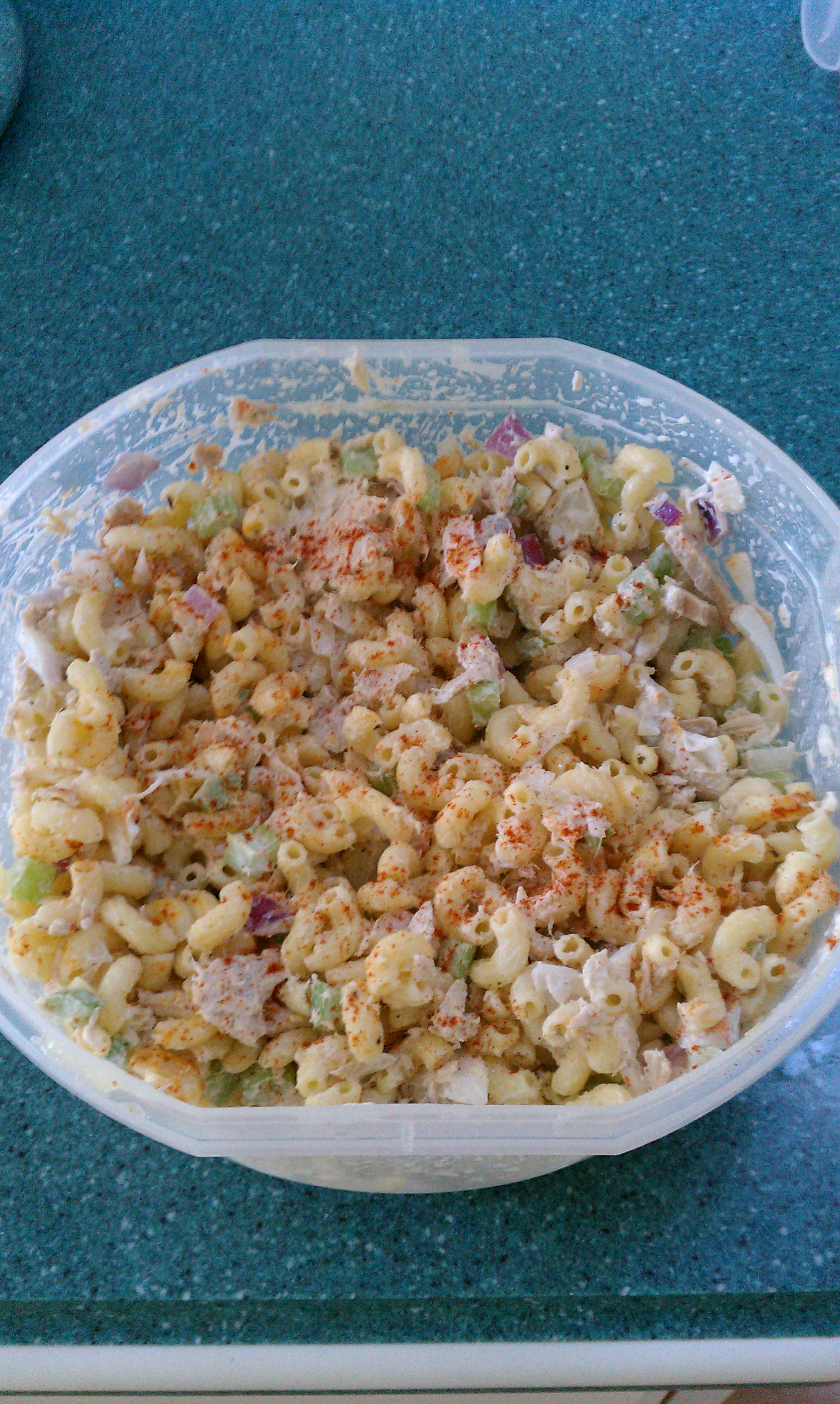 Macaroni tuna salad bigoven for Macaroni salad with tuna fish