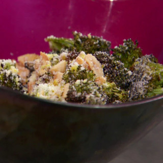 Broccoli and Cashew Crunch