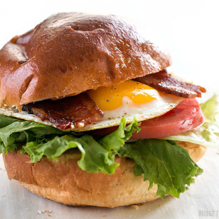Brown Sugar Bacon Breakfast Sandwiches with Chipotle Mayo