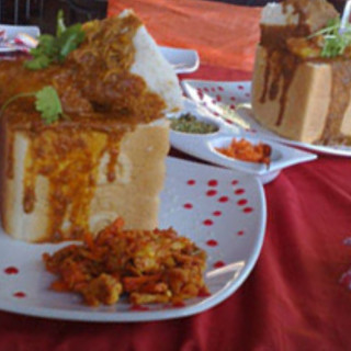Butter-Chicken Bunny Chow