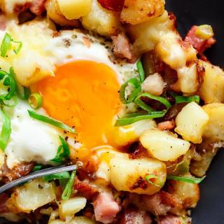 Cheesy Bacon And Egg Hash