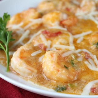 Cheesy Shrimp and Grits Casserole